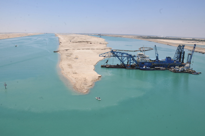Arial-view-of-the-New-Suez-Canal-works-01